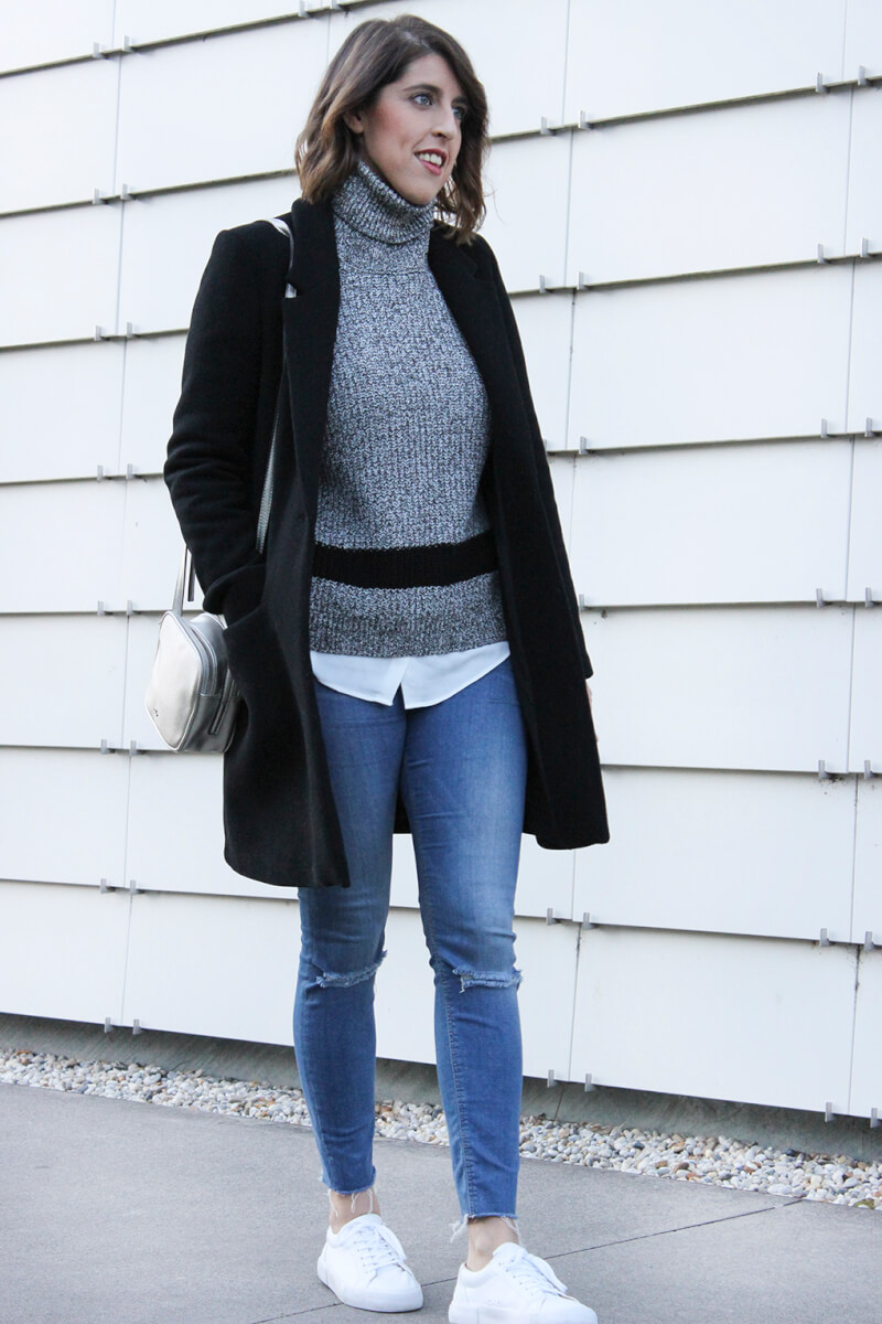 abrigo-negro-zara-jersey-de-cuello-cisne-mango