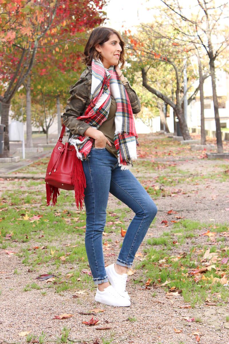 blog-moda-vigo-camisa-camuflaje-bufanda-cuadros