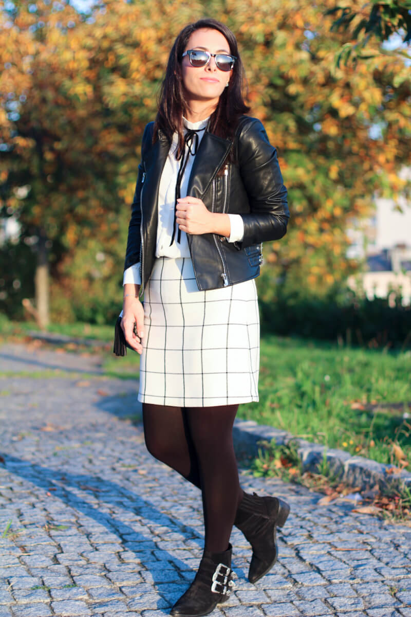 look-black-and-white-look-perfecto-look-cazadora-motera-botines-hebillas-falda-cuadros