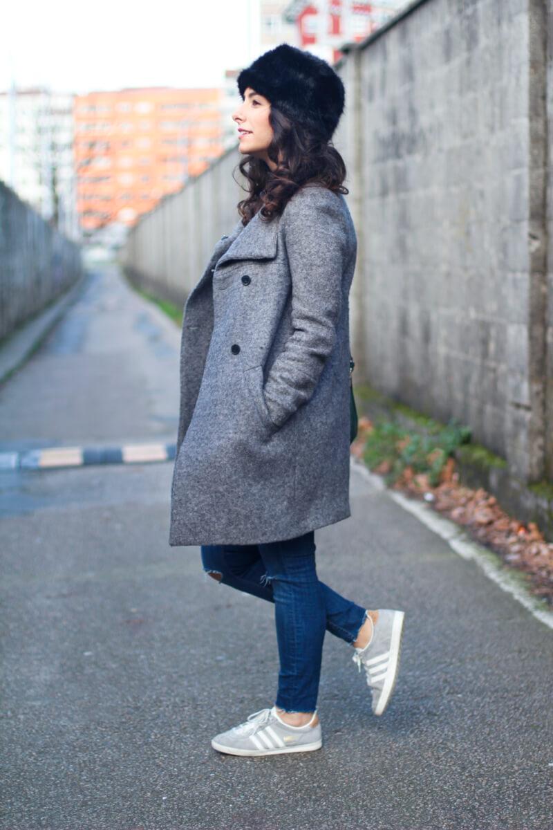 look-cuadros-look-adidas-gazelle-moda-vigo-sombrero-pelo