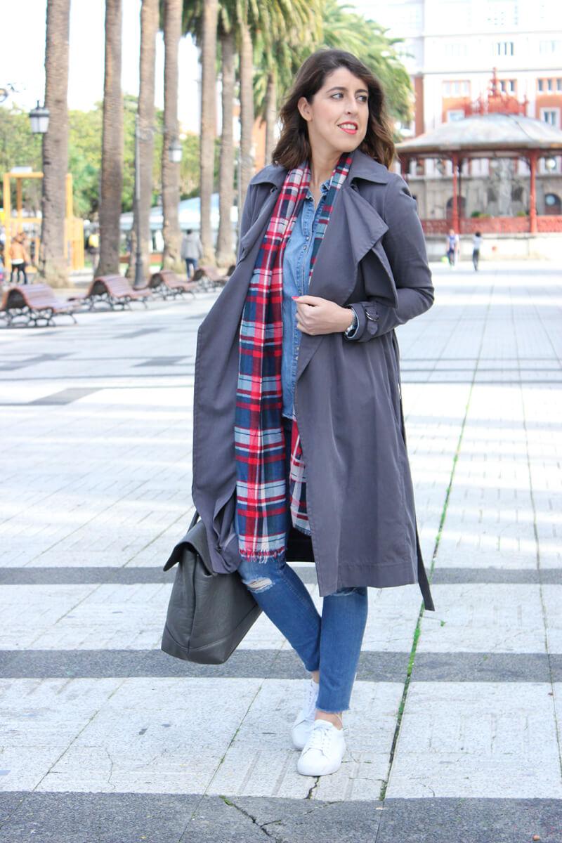 trench-largo-abrigo-bufanda-roja-blog-moda-españa