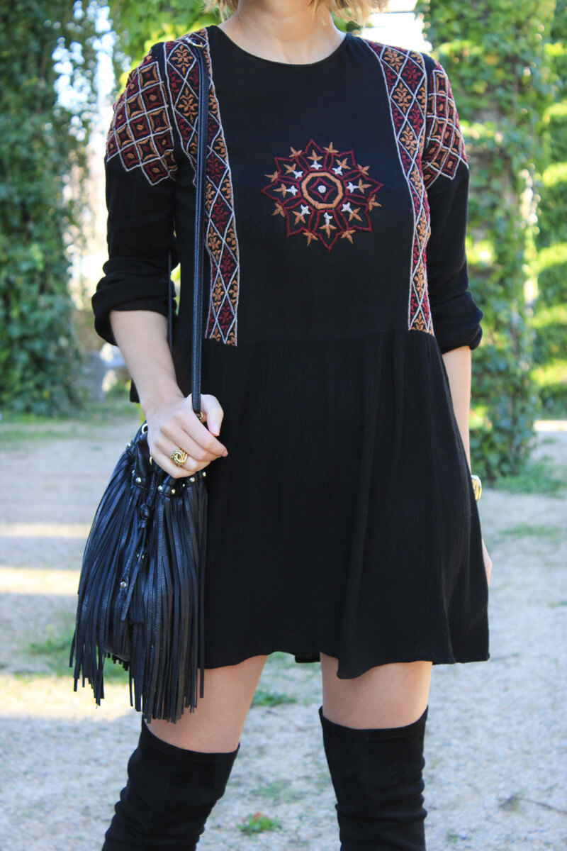 vestido-bordado-estilo-boho-bolso-flecos