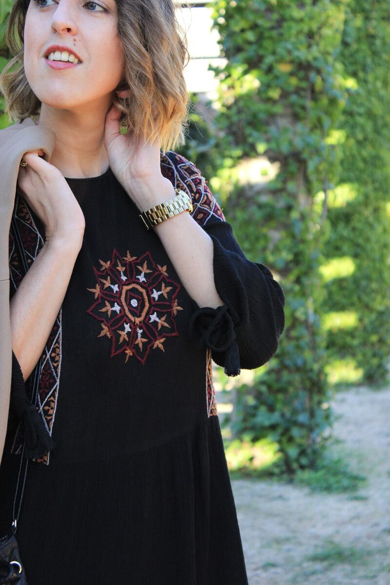 vestido-bordado-estilo-boho-negro-zara-blog-moda