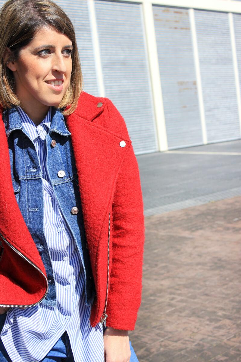 combinar-superposicion-capas-cazadora-denim-biker-chaqueta-perfecto-roja