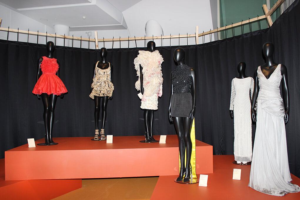 exposición-con-fío-en-galicia-cidade-da-cultura-moda-gallega-diseño-textil