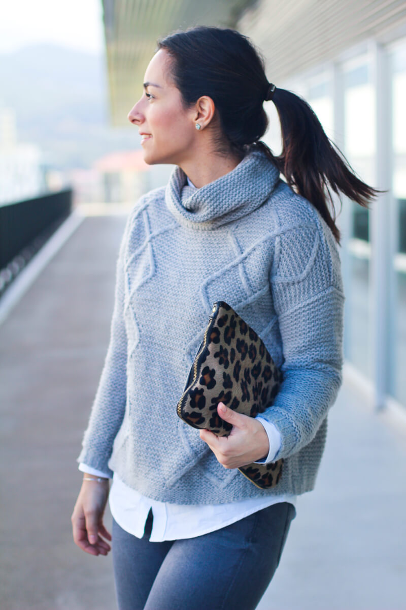 look-con-bolso-animal-print-street-style-jersey-lana-cluch-aimal-print