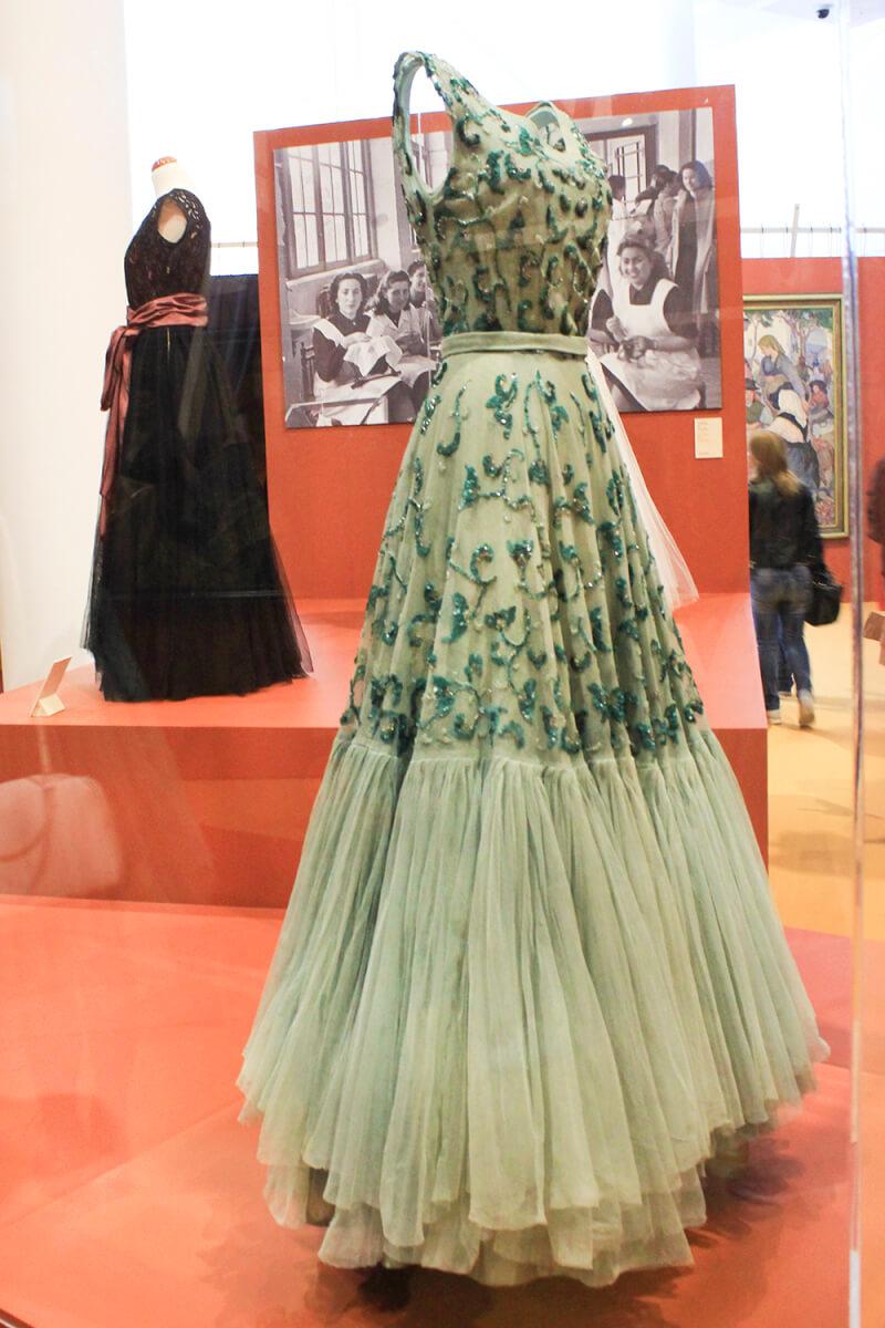 vestido-balenciaga-museo-del-traje-museocentrogaias-cidadedacultura-exposición
