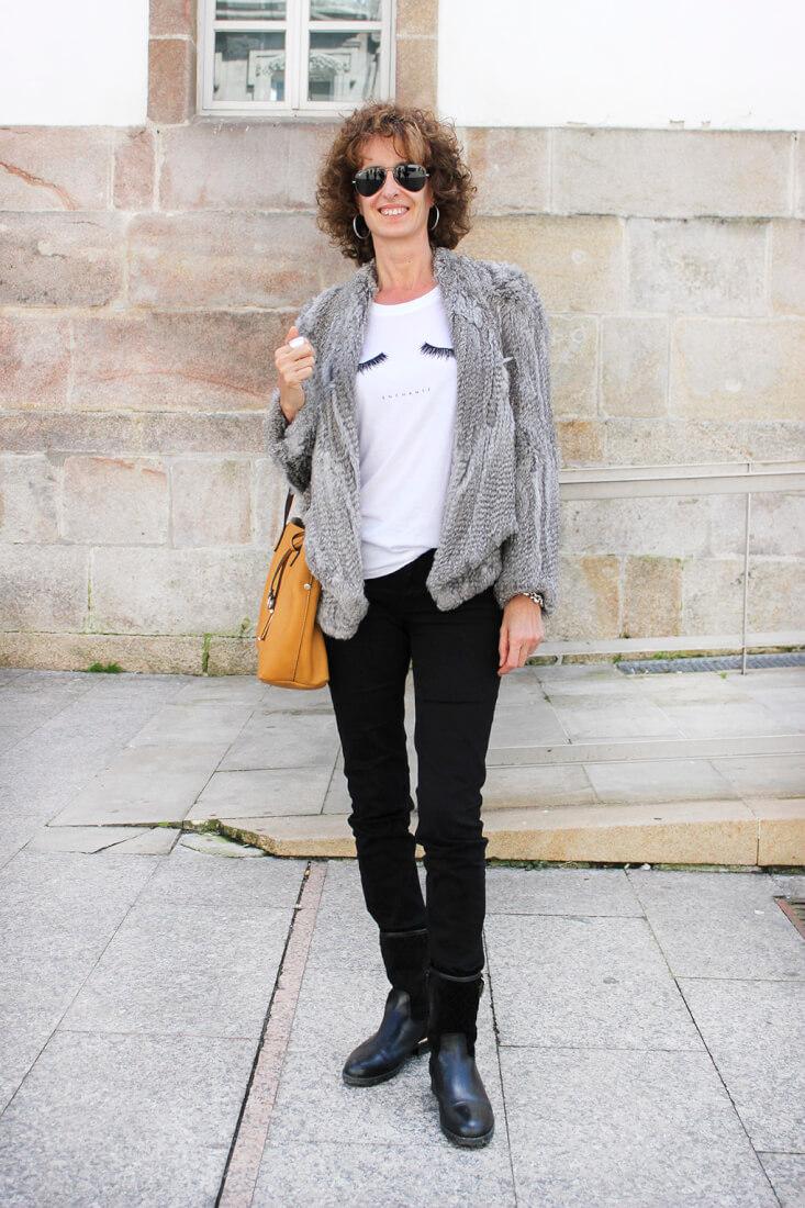 chaqueta-pelo-bolso-mostaza-camiseta-dibujo-pestañas-moda-en-vigo-streetstyle