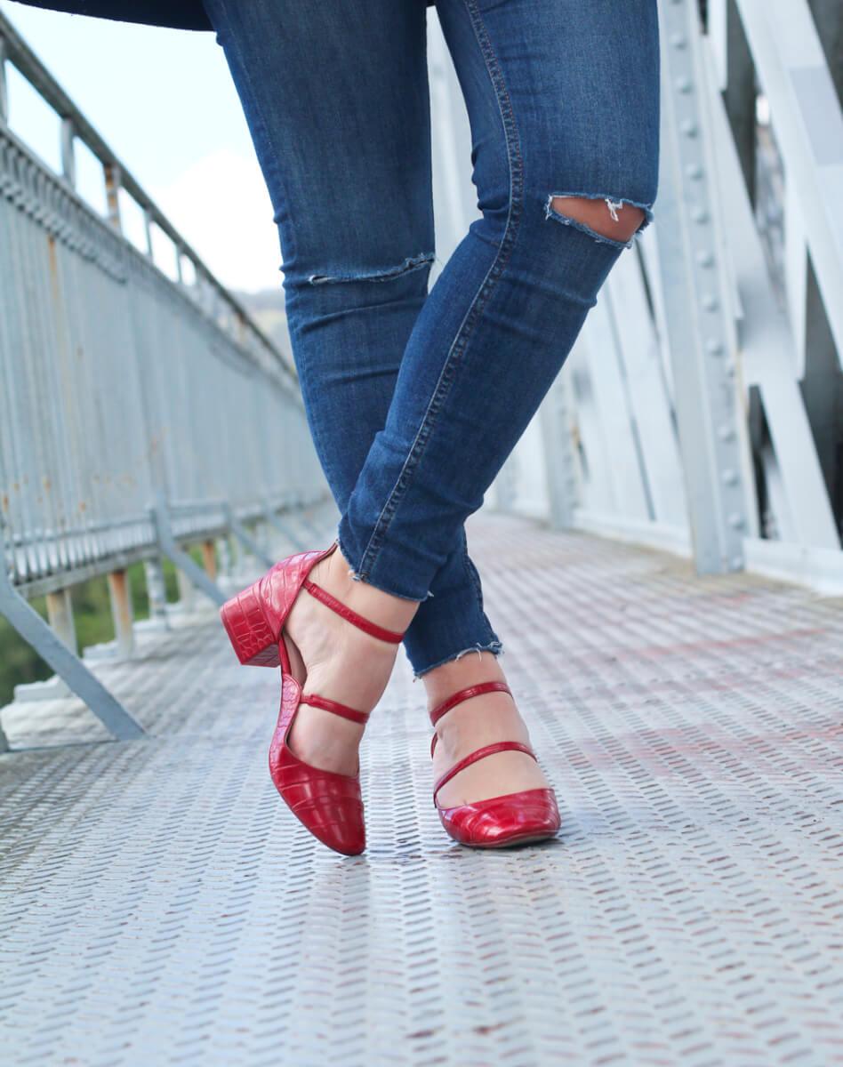 zapatos-rojos-punta-redondo-abrigo-marinero
