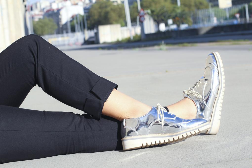 look-con-zapatos-plateados-street-style-silver