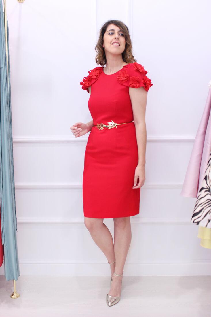 vestido-rojo-invitada-perfecta-hombreras-flores-apparentia-sabs-vigo