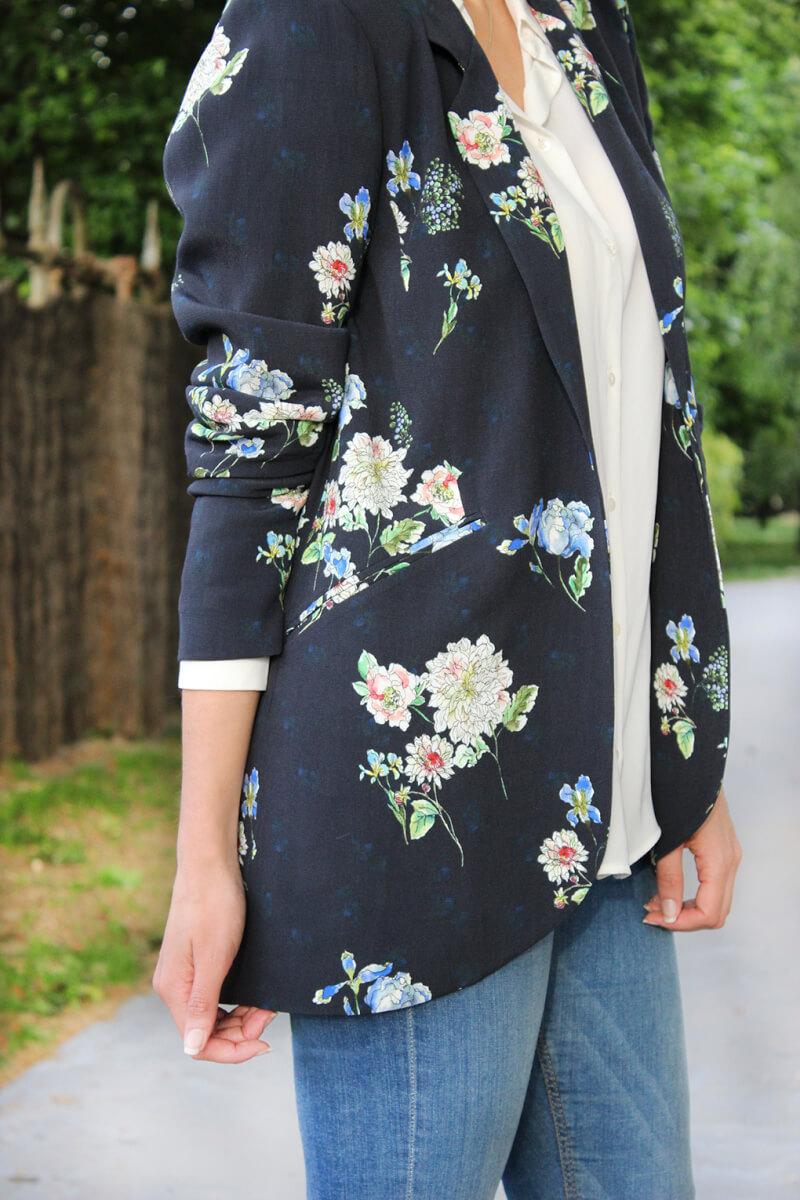 blazer-flores-zara-azul-marino-blusa-blanca-mango-blog-moda