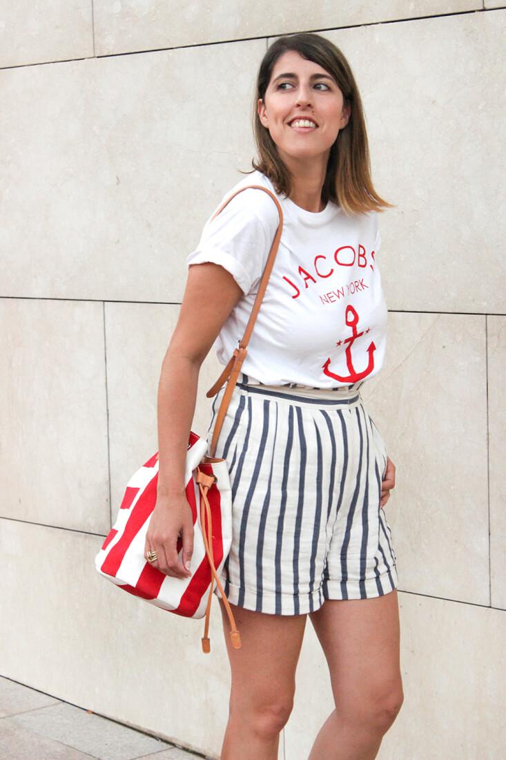 bermudas-estampado-rayas-zara-camiseta-blanca-ancla-roja-keepcalm-bolso-bombonera-blog-moda-gallego-look-marinero