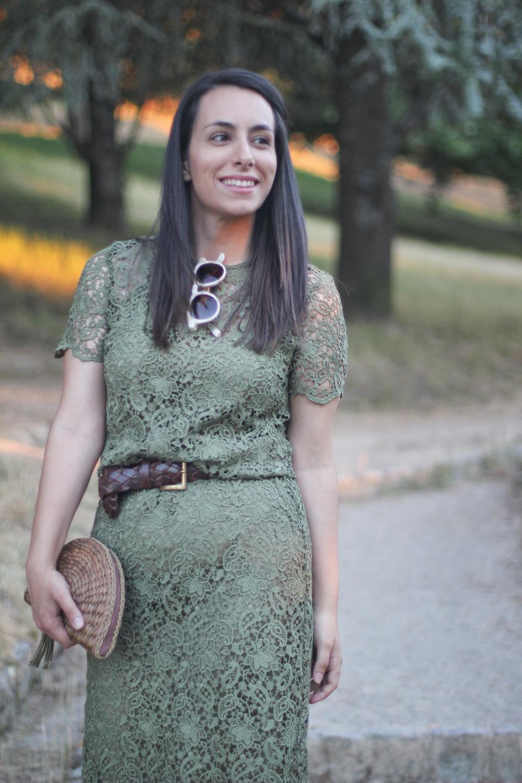 street-style-kaqui-vestido-guipur
