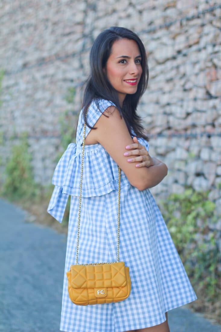 street-style-cuadros-street-style-amarillo-vestido-coosy