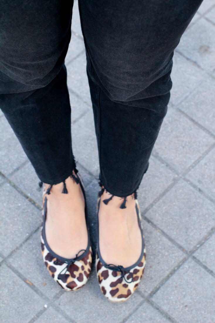 choker-print-animal-shoes-jeans-con-pompones