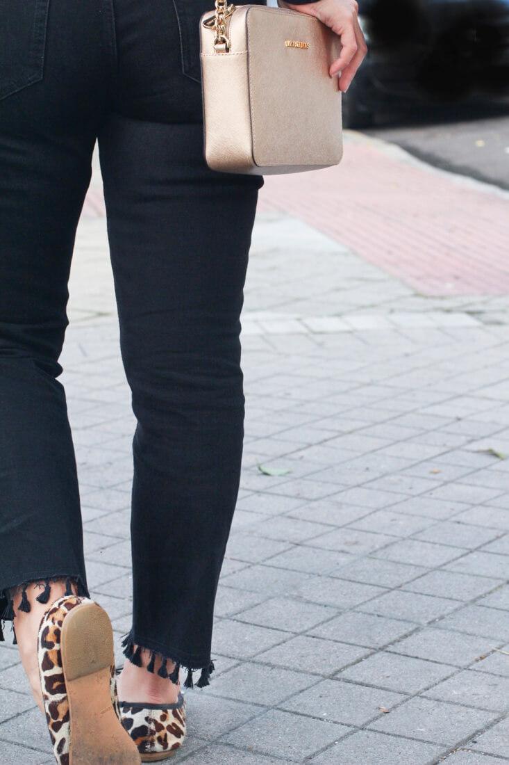 jeans-con-pompones-choker-bailarinas-leopardo