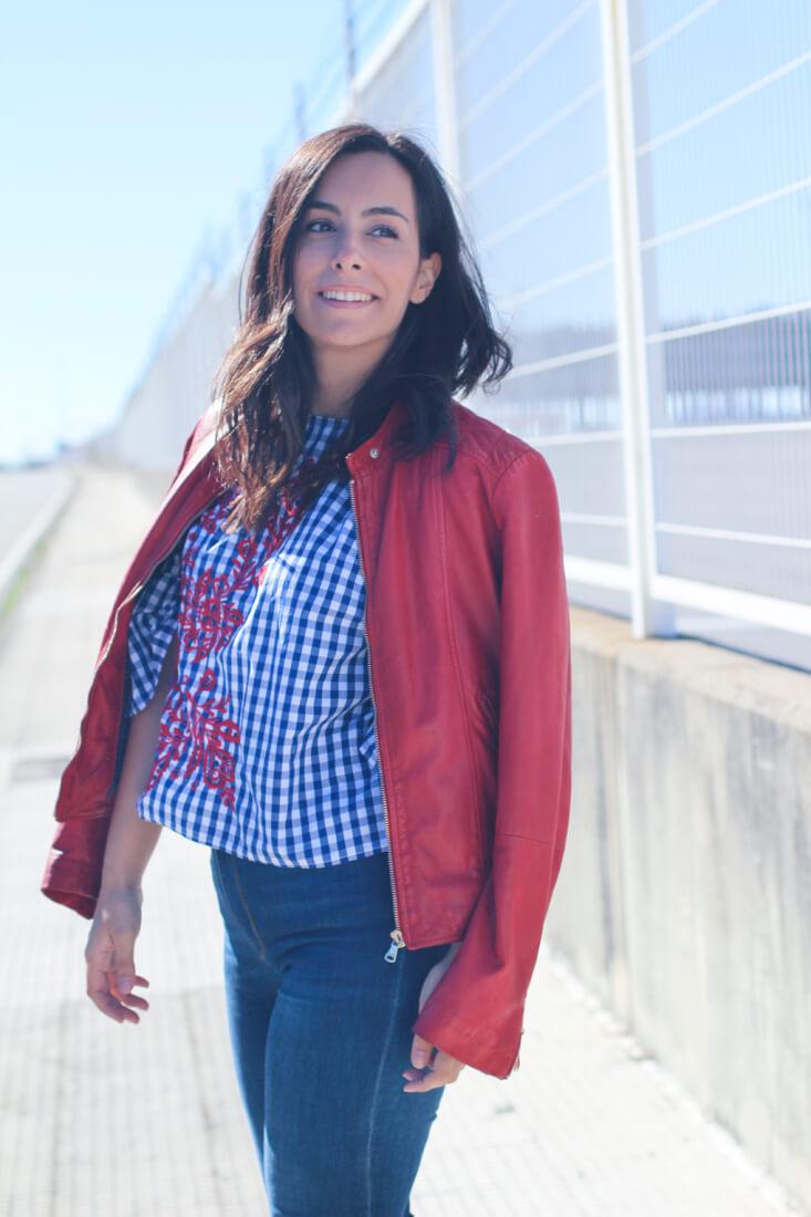 siempre-hay-algo-que-ponerse-camisa-bordada-zara-street-style-red