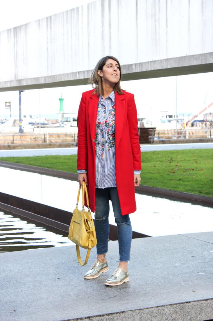 abrigo-rojo-zara-camisa-bordada-flores-blog-moda
