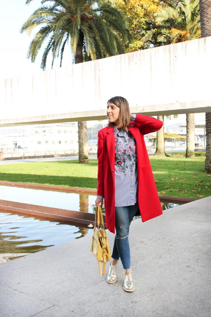 camisa-bordada-floreada-rayas-zara-abrigo-rojo-oxford-dorados