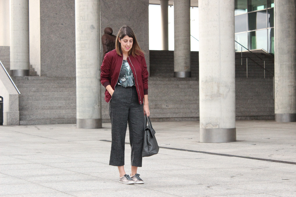 moda-vigo-blog-siemprehayalgoqueponerse-look-pantalon-cropped-gris
