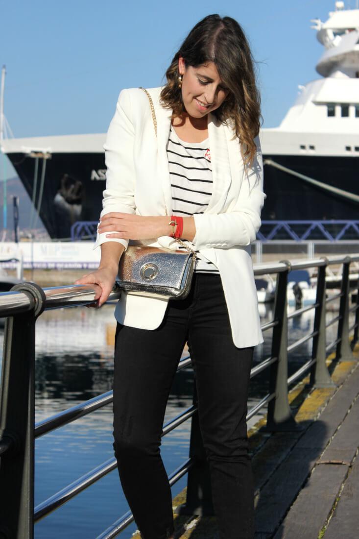 pulsera-ante-rojo-carrick-blazer-blanca-camiseta-rayas-siemprehayalgoqueponerse-blog-moda-vigo