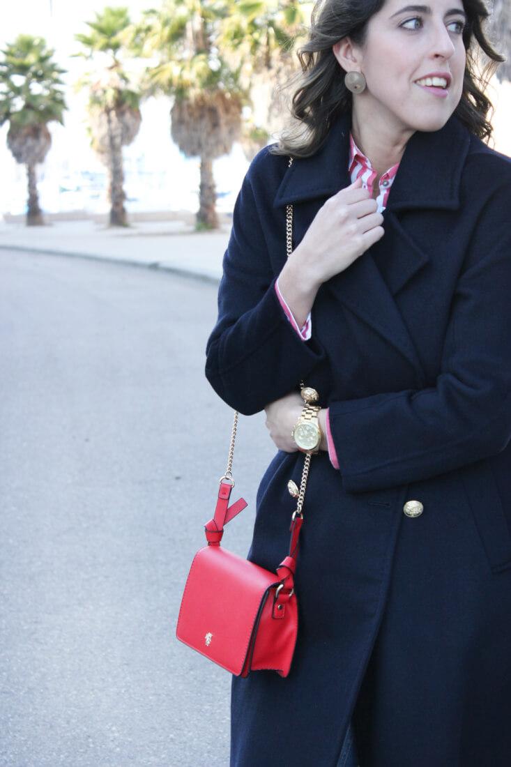 bolso-rojo-zara-abrigo-largo-azul-marino-blog-moda