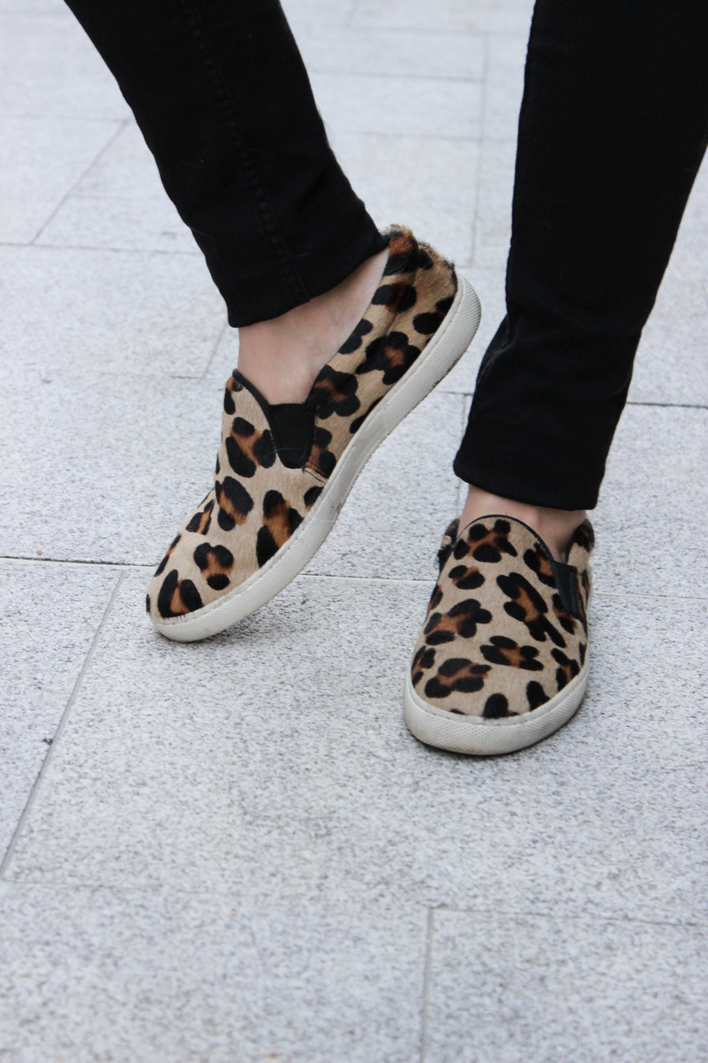 slip-on-leopardo-dada-blog-moda-vigo-look-blusa-peplum