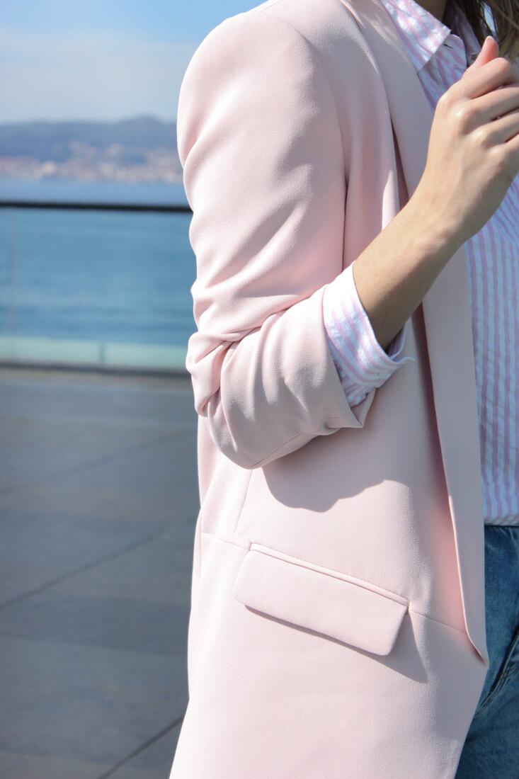 blazer-rosa-claro-zara-camisa-rayas