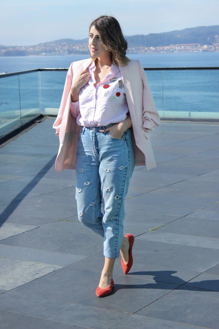 camisa-rayas-parches-blazer-rosa-siemprehayalgoqueponerse