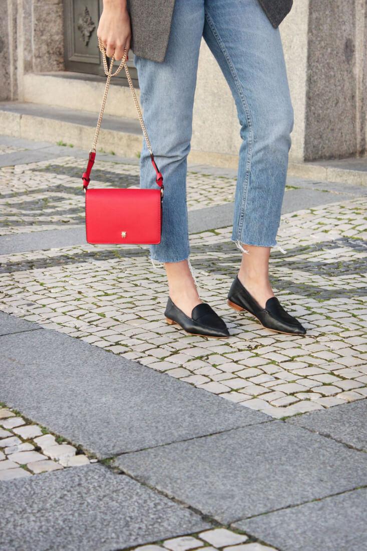 camiseta-gris-caution-sirena-zara-street-style-zapatos-masculinos