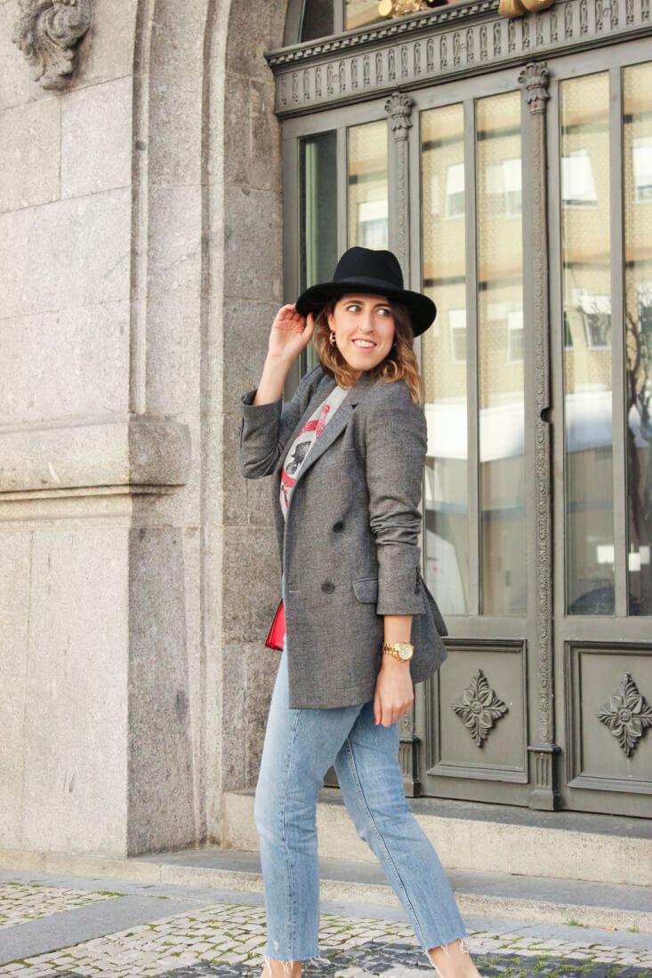 americana-oversized-mom-jeans-camiseta-gris-streetstyle