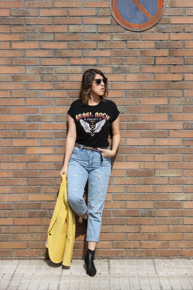mom-jeans-look-blog-moda-rayban-clubmaster-camiseta-mensaje-rebel-rock