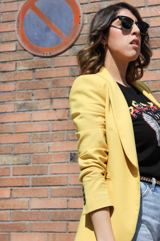rayban-clubmaster-blazer-amarilla-camiseta-rebel-rock-vila