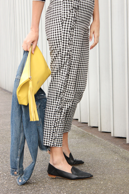 Pantalón con cuadro vichy y volante lateral de Zara