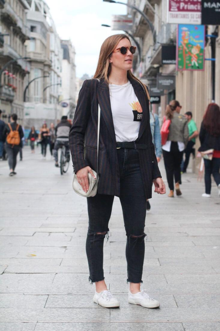 blazer-rayas-bolso-plata-vigo-street-style
