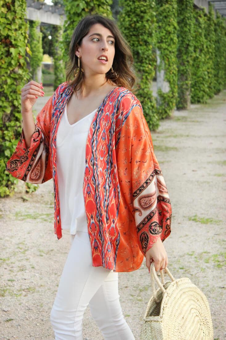 kimono-aluet-estampado-etnico-camiseta-blanca-pendientes-hoja-bolso-de-cesta