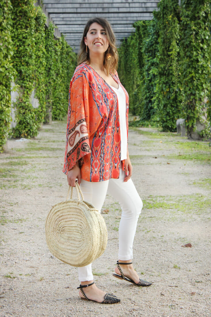 kimono-naranja-jeans-blancos-bolso-de-cesta-ovalado