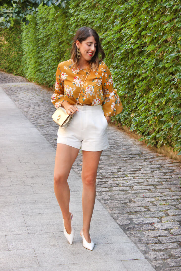 blusa-volantes-shorts-tacones-blancos-zara