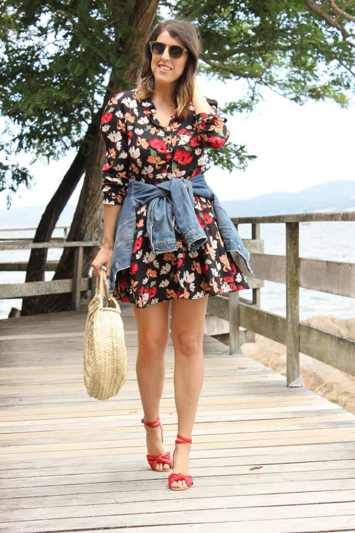 vestido-de-flores-camisero-zara-cazadora-vaquera