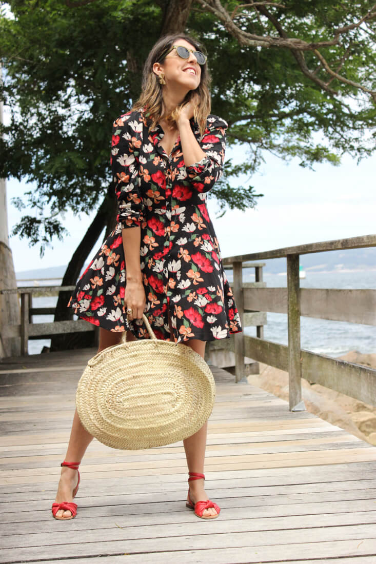 vestido-de-flores-zara-sandalias-parfois-bolso-cesta-siemprehayalgoqueponerse