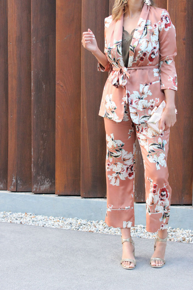 look-invitada-perfecta-traje-pijama
