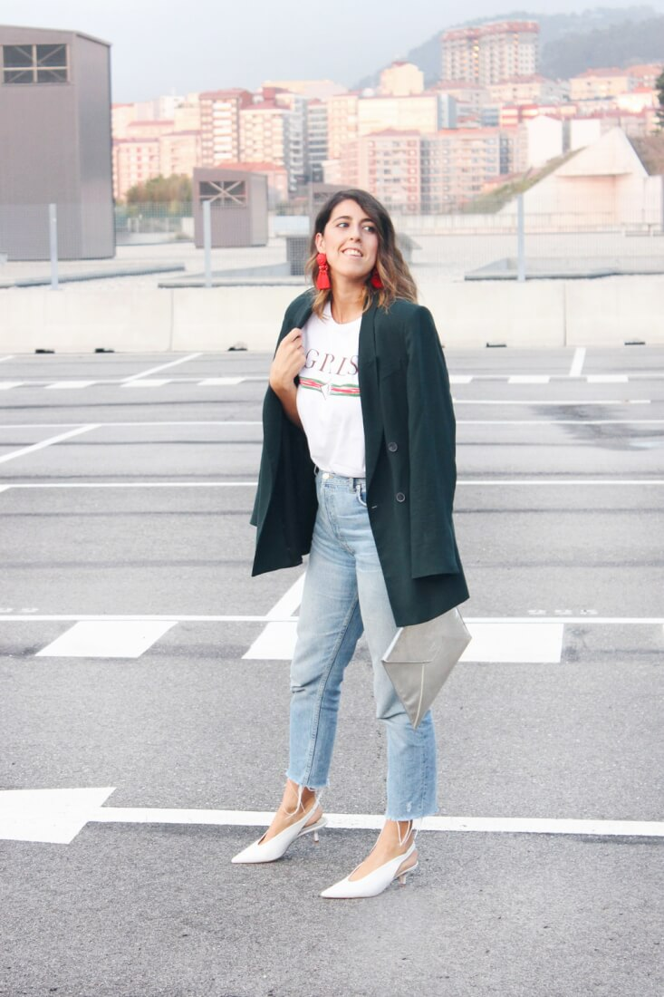 Blog de moda de VIgo, blazer oversized Zara, camiseta Mekkdes, mom jeans y salones blancos