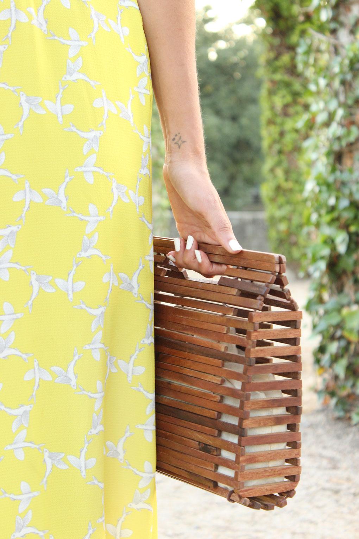 bolso madera zara y vestido largo amarillo