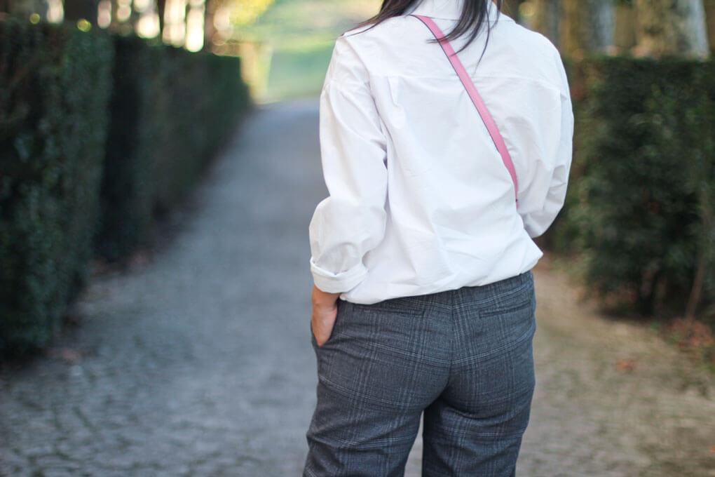 street-style-pantalon-cuadros-bolso-rosa