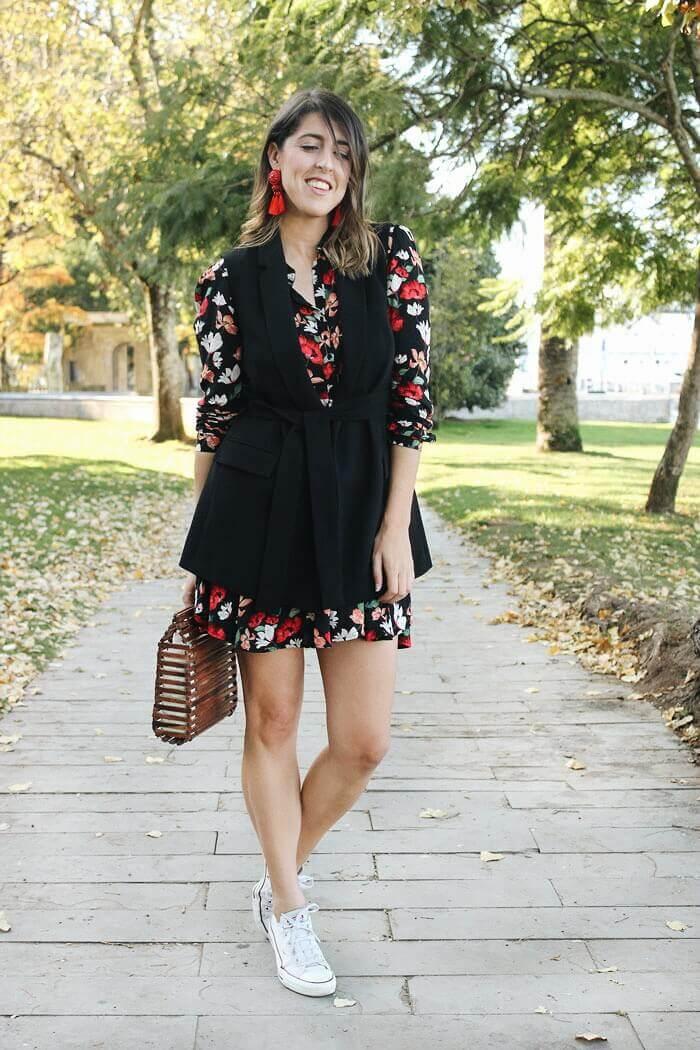 Vestido con chaleco por encima negro