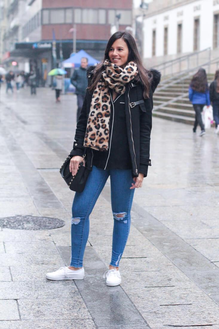 Bufanda de estampado leopardo. Street Style en Vigo.