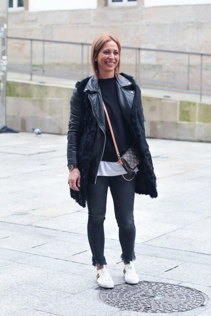 cazadora de cuero y chaleco de pelo. Street Style Vigo