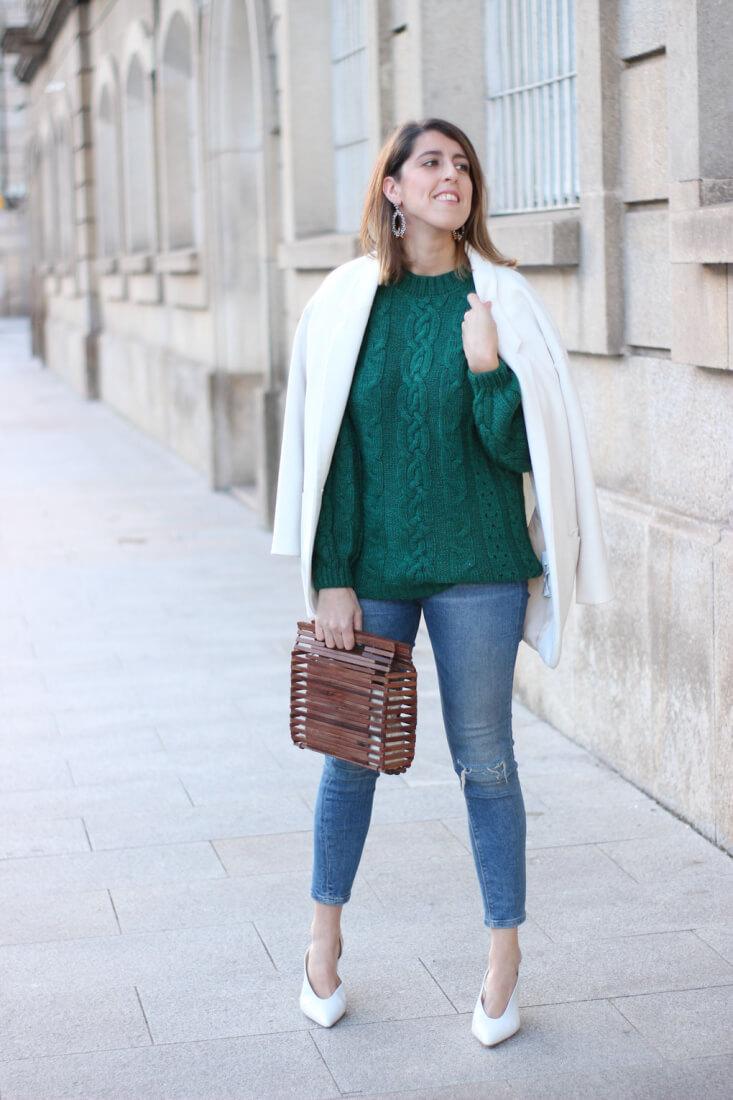 Jersey verde combinado con blazer blanca