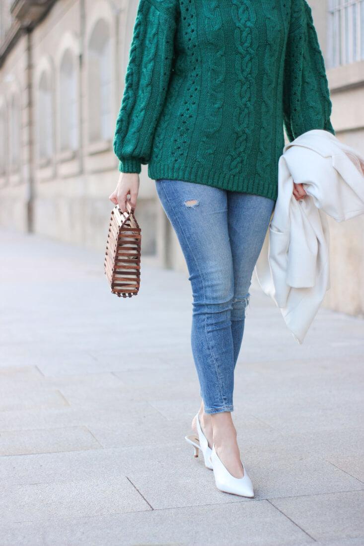 Jersey verde, zapatos blancos. Blog de Moda. Siempre Hay Algo Que Ponerse